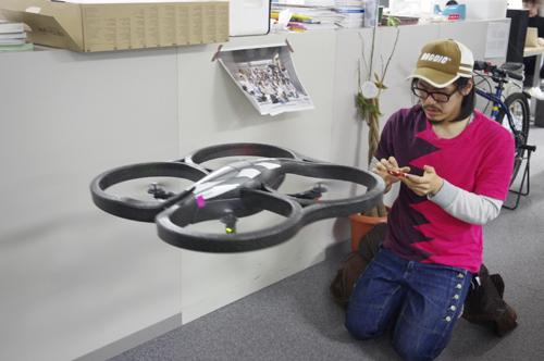 ゆるやかに飛行し始めた『AR.Drone』