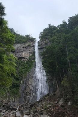 那智の滝。壮大な滝でした。
