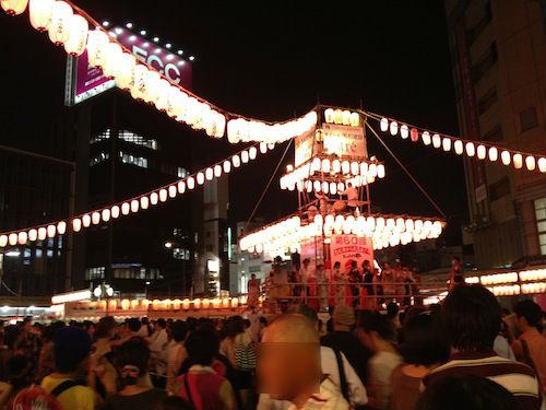 恵比寿駅前の盆踊りの様子