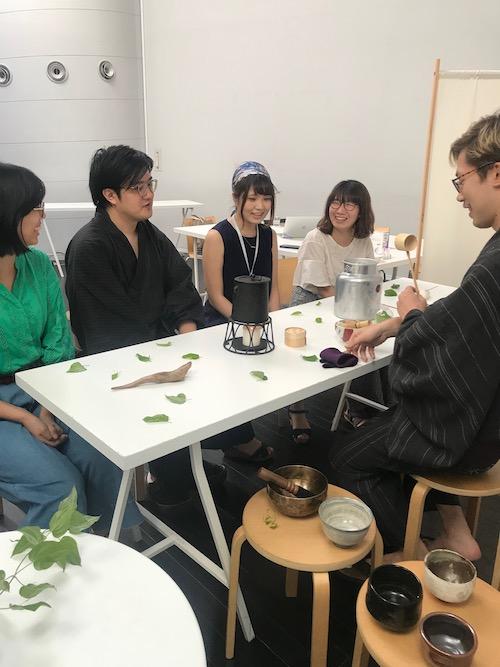 amuでのテーブル茶会の様子
